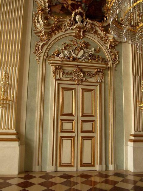 Характеристики на врати Рококо